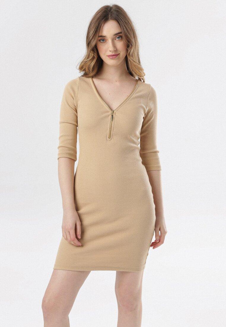 Jasnobeżowa Sukienka Dalilei