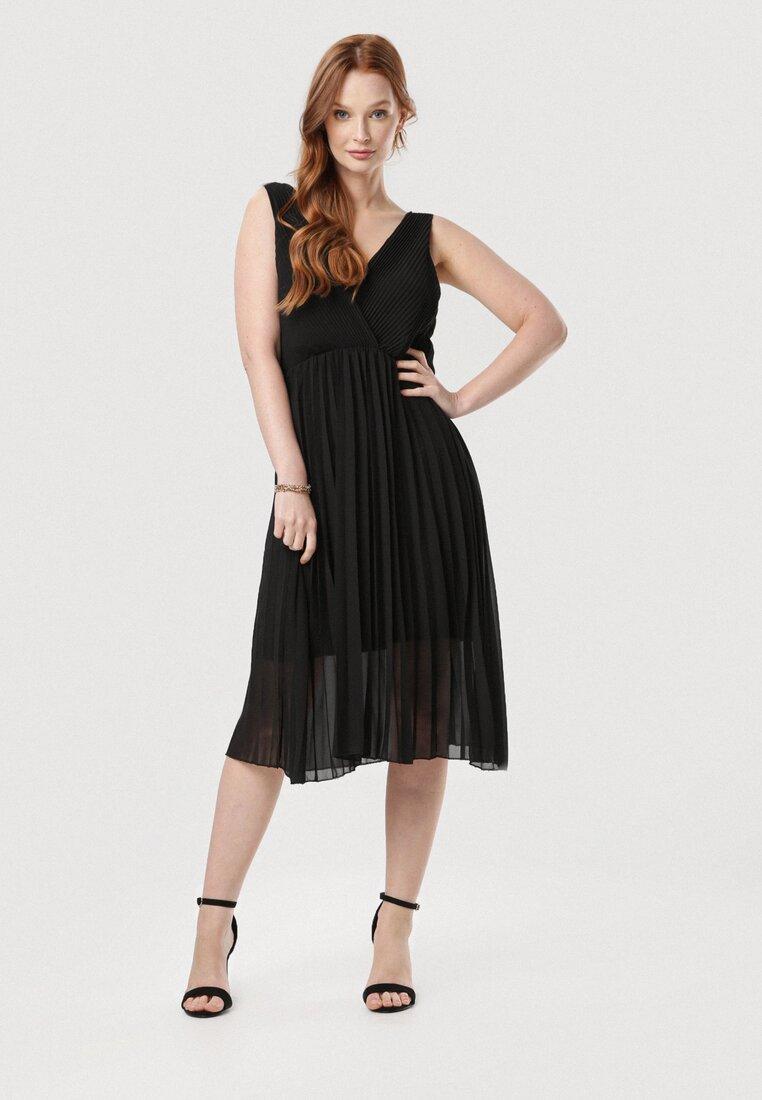 Czarna Sukienka Loragena