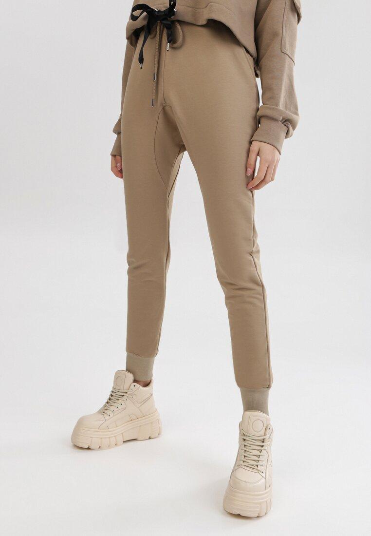 Jasnobeżowe Spodnie Dresowe Peilophi