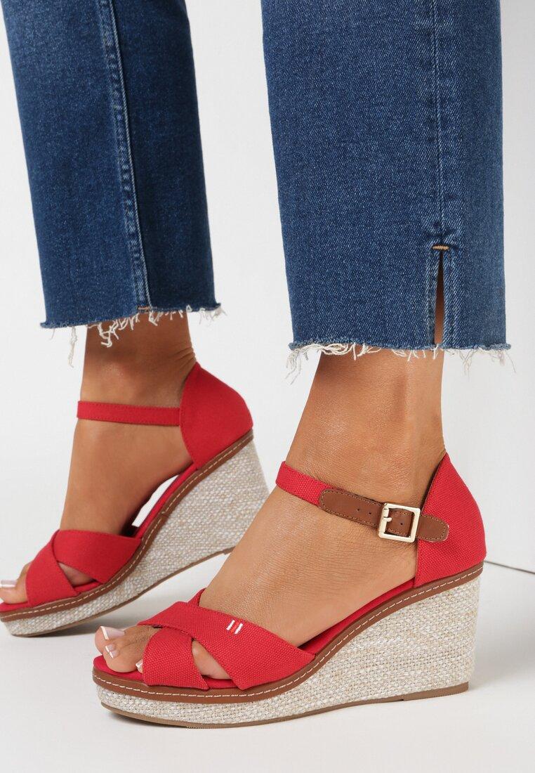 Czerwone Sandały Metigina