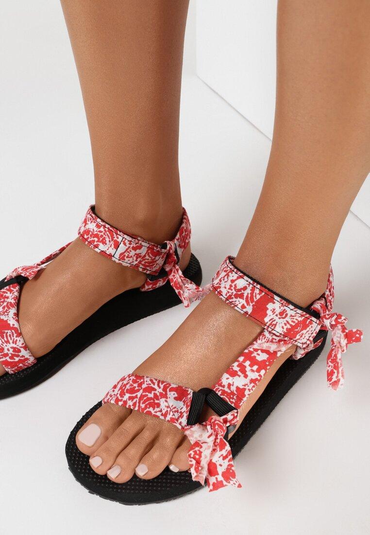 Czerwone Sandały Thalose