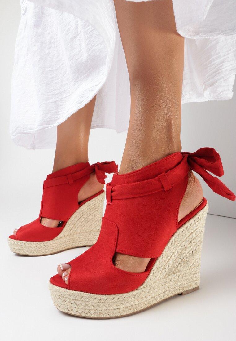 Czerwone Sandały Thassa