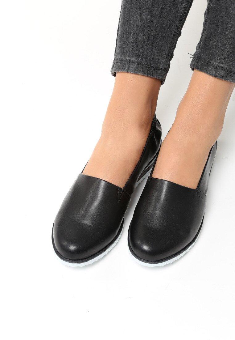 Czarne Slip On Iguan