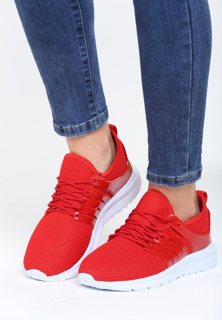 Czerwone Buty Sportowe Stories