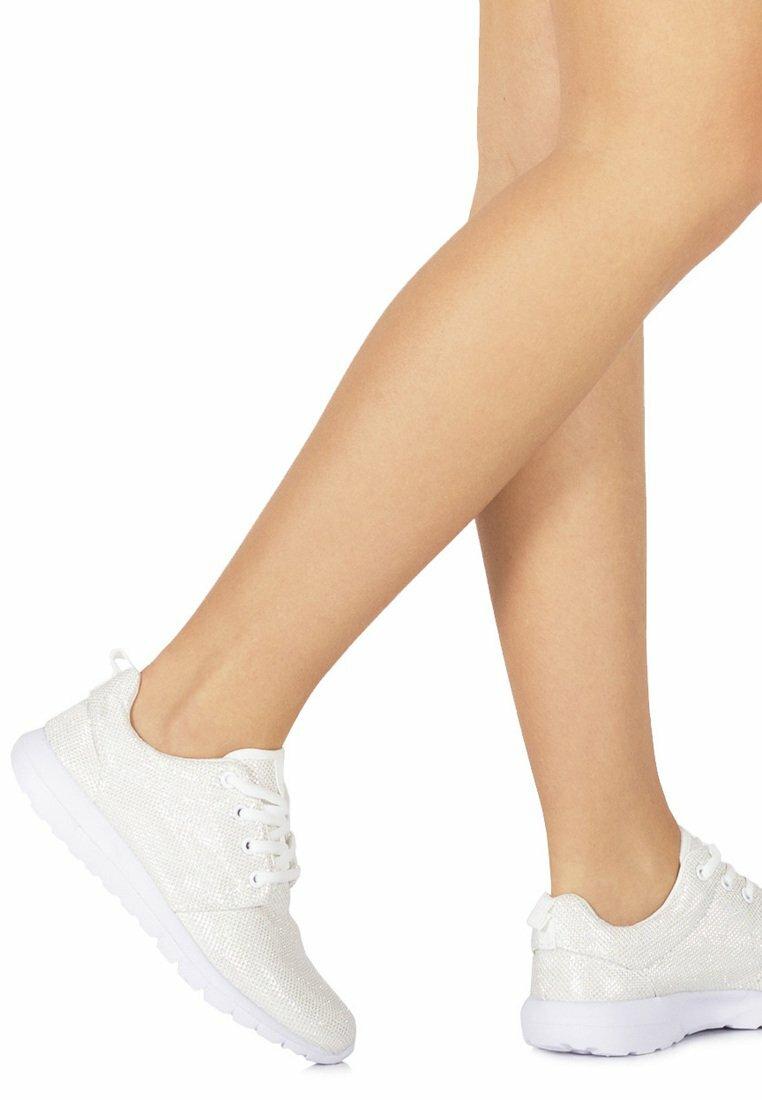 Białe Buty Sportowe Clara