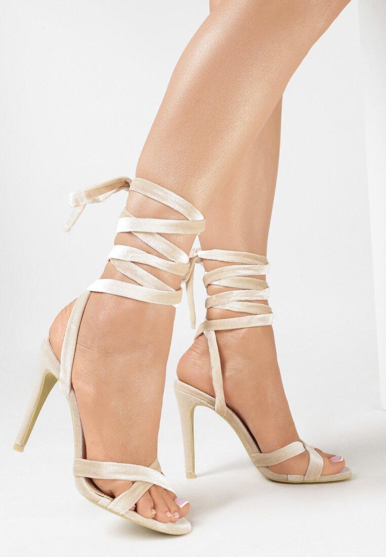 Beżowe Sandały Choosy