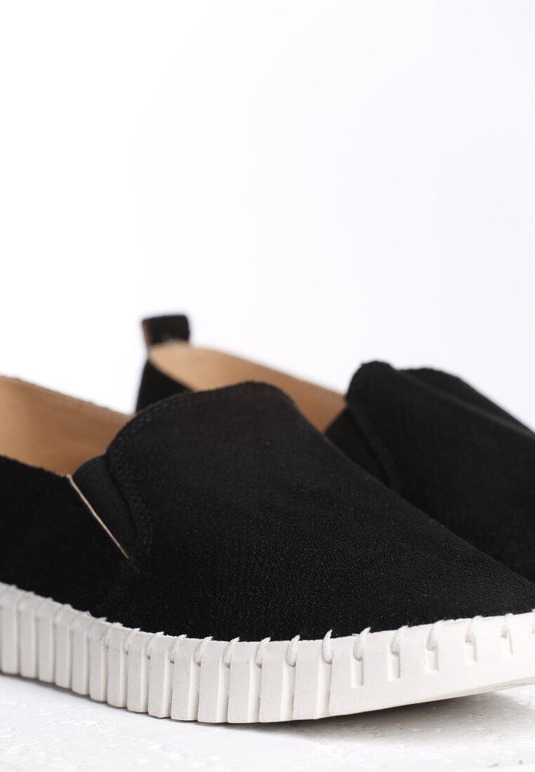 Czarne Slip On Compliant
