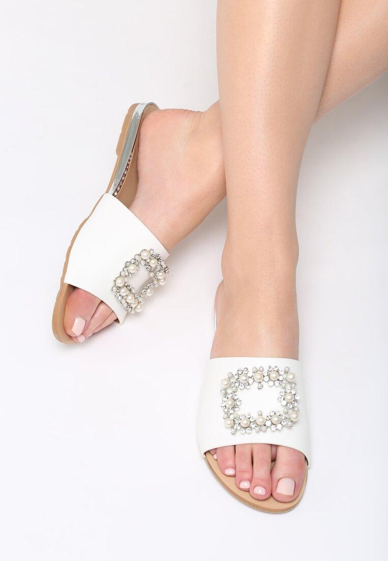 Białe Klapki Glamour Check