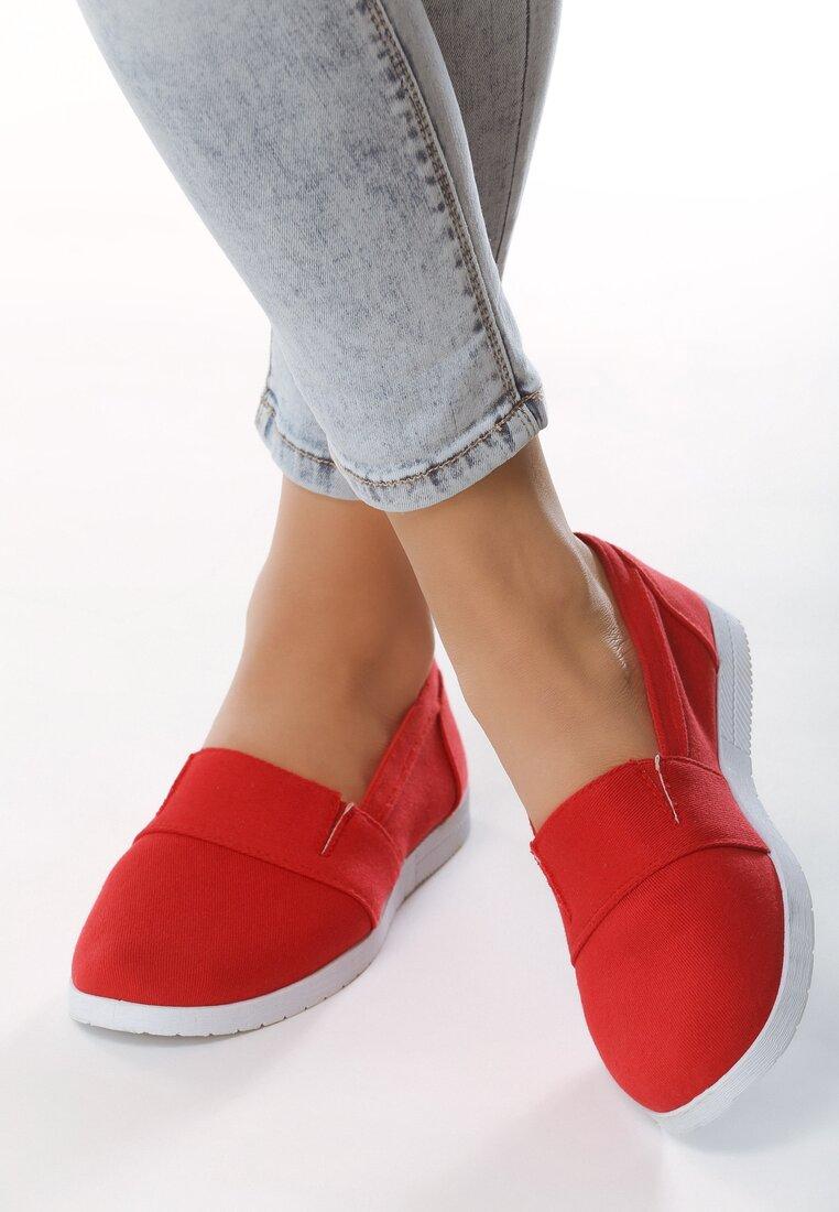 Czerwone Slip On In The World