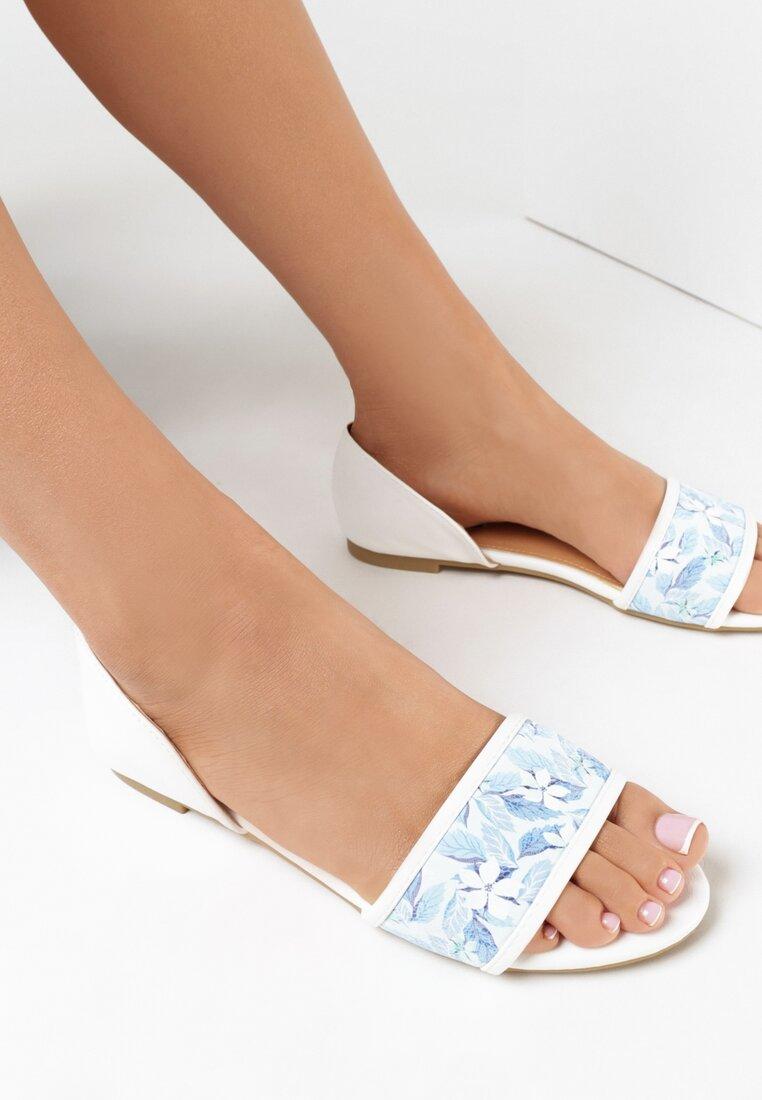 Biało-Niebieskie Sandały Evergreen