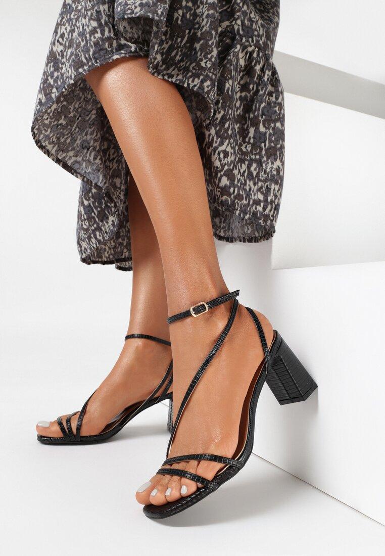 Czarne Sandały Nonamis